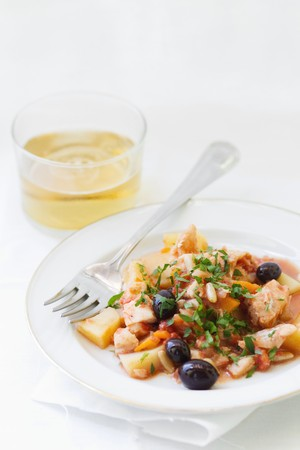 pine nuts: Pot-roasted cod with potatoes, olives and pine nuts LANG_EVOIMAGES