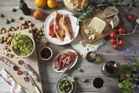 jamones: Un bodegón de alimentos mediterráneos
