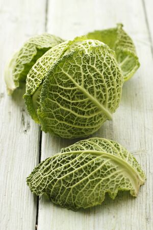 savoy cabbage: Head of savoy cabbage and leaves LANG_EVOIMAGES