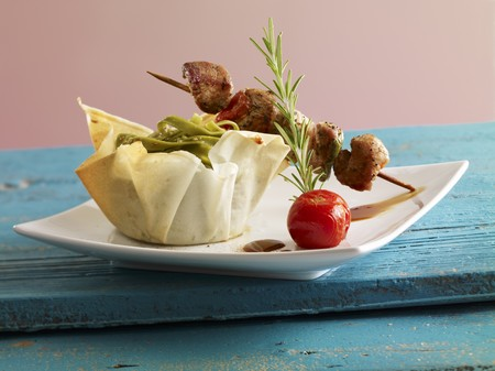 yufka: Meat kebabs with green tagliatelle in a phyllo basket