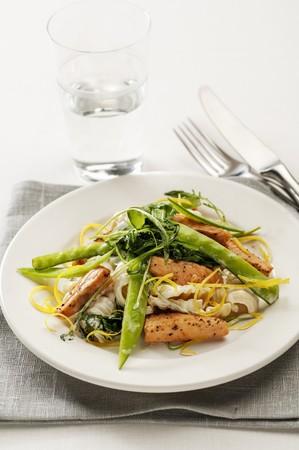 tout: Salmon with pasta and mange tout
