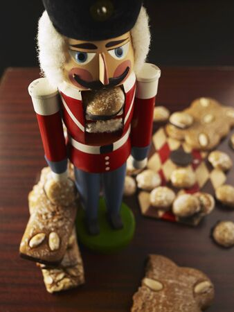 brownness: Various types of gingerbread and a nutcracker LANG_EVOIMAGES
