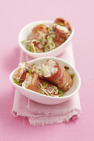 smoked bacon: Rolls of smoked bacon filled with smoked salmon mousse LANG_EVOIMAGES
