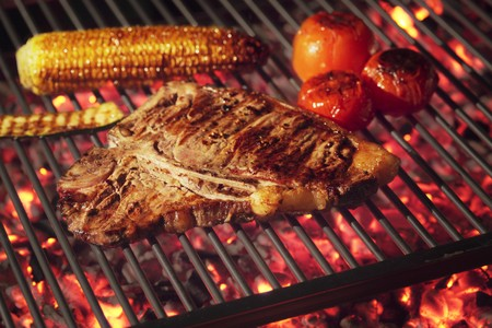 qs: Barbecued T-bone steak with barbecued vegetables