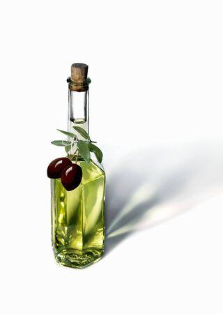 oil bottle: An olive oil bottle with black olives LANG_EVOIMAGES