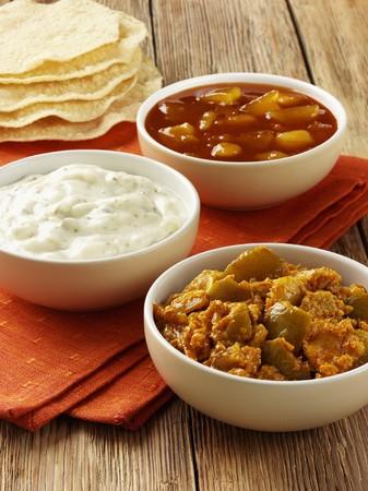 chutney: Chutney de lim�n, salsa de yogur y chutney de mango (India)