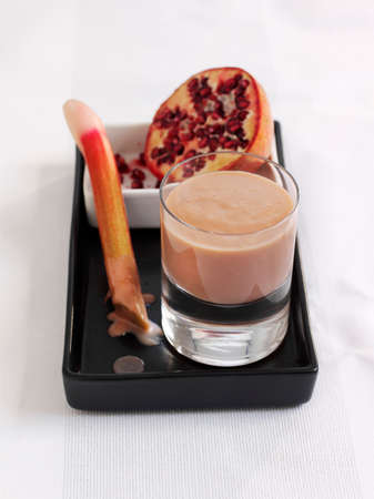 A rhubarb and pomegranate smoothie LANG_EVOIMAGES