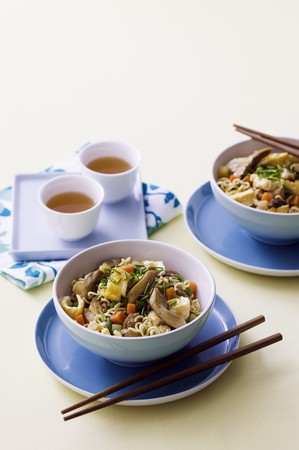 mian: Chicken chow mein (China)