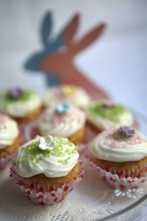 doiley: Easter cupcakes
