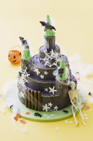 childs birthday party: A childs cake (haunted castle) for Halloween