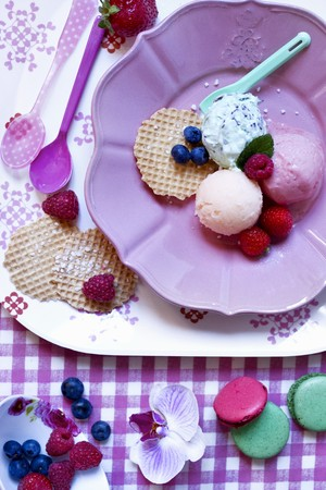 peppermint cream: Scoops of fresh peppermint, melon and strawberry ice cream LANG_EVOIMAGES