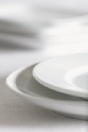 de focus: Stacked White Plates