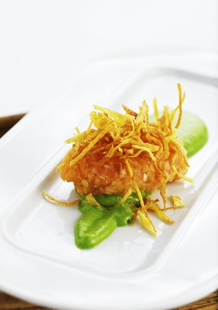 brook trout: Char tartare with crispy potato straw on lettuce purée LANG_EVOIMAGES