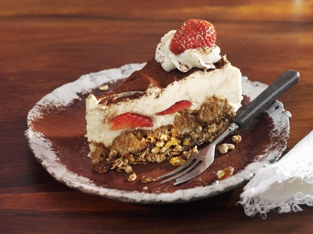 mascarpone: A piece of mascarpone and strawberry layer cake LANG_EVOIMAGES