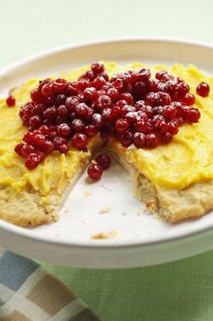 buttercream: Buttercream cake with redcurrants