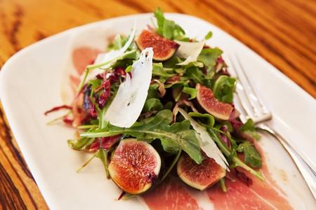 parma ham: Rocket salad with figs, Parma ham and Parmesan