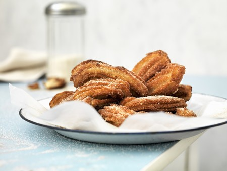 churros: Churros dusted with icing sugar