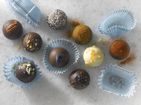trufas de chocolate: Nueve Trufas de chocolate gourmet en papeles de caramelo LANG_EVOIMAGES