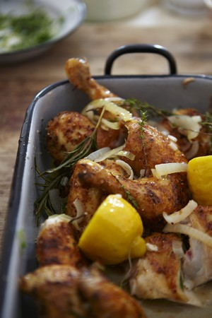 water cress: Chicken legs with garlic, lemon and herbs LANG_EVOIMAGES