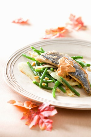 perch dried: Sea bass with green beans and tomato sauce LANG_EVOIMAGES
