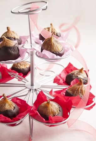 coatings: Figs with chocolate glaze in an ice cream-cone holder