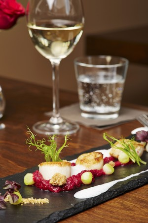 coquille: Scallops on beetroot cream LANG_EVOIMAGES