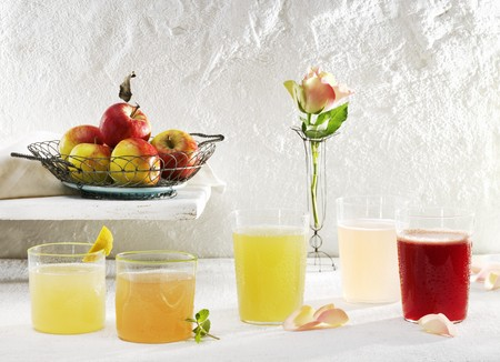 nonalcoholic: Various lemonades (elderflower, rhubarb, Fassbrause (non-alcoholic drink made from fruit, spices and malt extract) and rose) LANG_EVOIMAGES