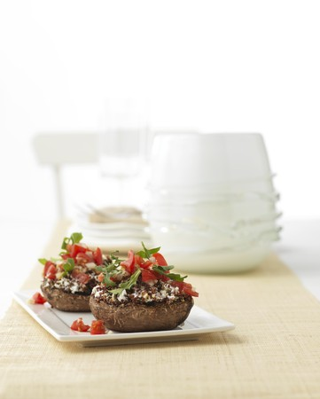 giant mushroom: Stuffed mushrooms with tomatoes and rocket LANG_EVOIMAGES