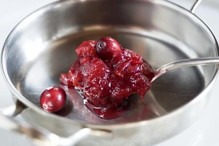 vaccinium macrocarpon: Cranberry sauce in a pan LANG_EVOIMAGES