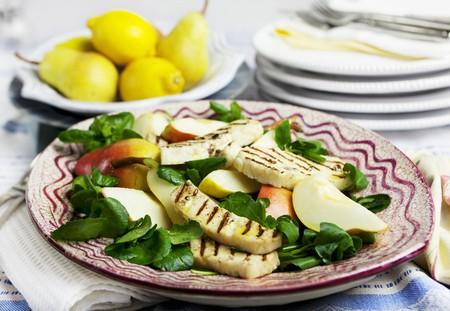haloumi: Pear salad with grilled halloumi