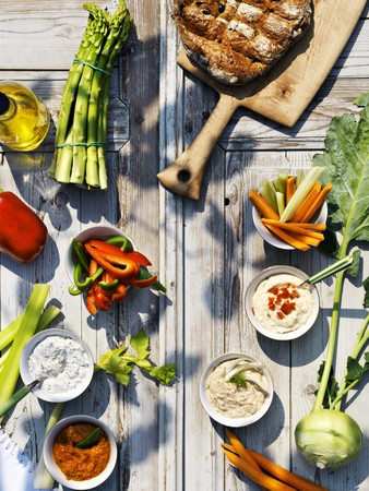 rabi: Raw vegetables and assorted dips