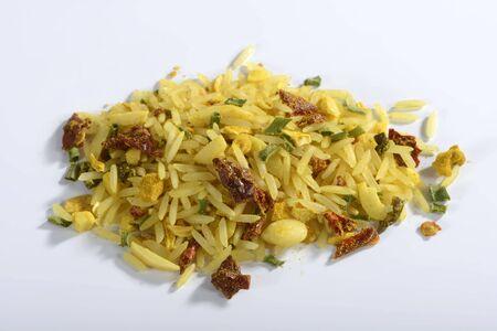 dried vegetables: Una mezcla ya hecha de arroz con verduras y especias secas