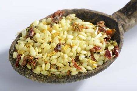 dried vegetables: Una mezcla risotto confeccionada con verduras y especias secas