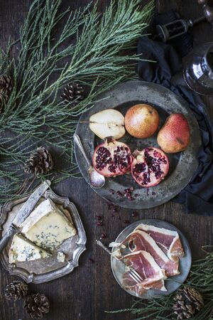 plater: Blue cheese, cured meat and a fruit plater (pears and pomegranates) LANG_EVOIMAGES