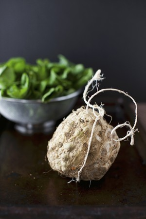 celery root: Celery Root with Fresh Spinach in the Background LANG_EVOIMAGES