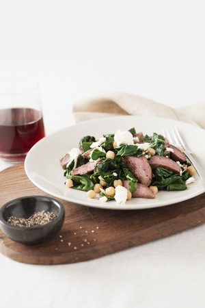 chickpeas: Lamb salad with spinach, chickpeas and feta LANG_EVOIMAGES