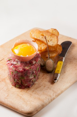 turned out: Steak tartare with raw egg yolk and crostini LANG_EVOIMAGES