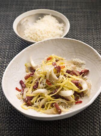 pancetta cubetti: Tagliolini con peperoncino, pancetta e radicchio LANG_EVOIMAGES