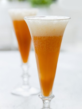 champers: Rhubarb and orange Bellini LANG_EVOIMAGES