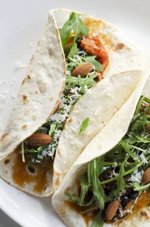 arugola: Burritos filled with rocket and almonds LANG_EVOIMAGES
