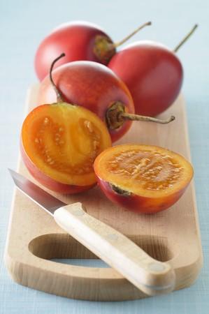 tomate de arbol: Tamarillos frescos, enteros o reducido a la mitad