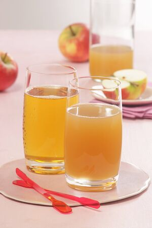 clarifying: Fresh apple juice, clear and cloudy