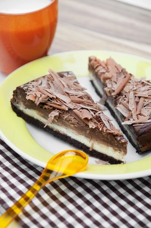 chocolate tart: Chocolate tart with milk chocolate curls LANG_EVOIMAGES