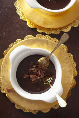 chocolade mousse: Pure chocolade mousse met chocolade krullen LANG_EVOIMAGES