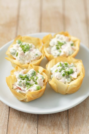 filo pastry: Filo pastry tartlets with ham, green peas and mayo salad