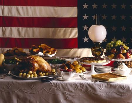 pecan pie: Acci�n de gracias - Turqu�a, pastel de nuez, calabaza, pastel de calabaza - bandera americana detr�s