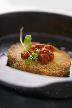 breaded pork chop: Breaded pork chop with tomato sauce and oregano LANG_EVOIMAGES