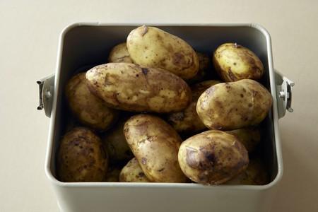 royals: New potatoes (Jersey Royals), washed LANG_EVOIMAGES