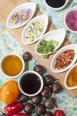 molhos: Os tomates, molhos, ervas e especiarias
