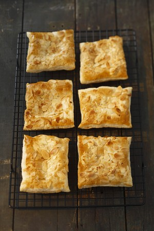 pastes: Puff pastry slices with sliced almonds